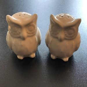 NWOT off-white porcelain salt and pepper shakers!